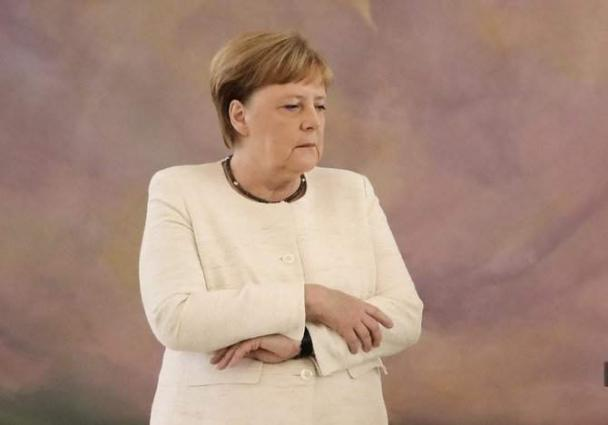 Almost 60 Percent of Germans Consider Merkel's Health Her Private Matter - Poll