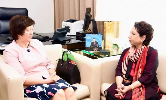 ممثلة باکستان الدائمة لدي الأمم المتحدة ملیحة لودي و رئیسة مجلس الأمن جوانا رونیکا تبحثان أزمة منطقة کشمیر