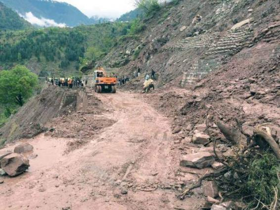 Landslide blocks Naltar Road in GB