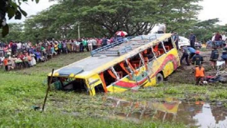 7 holidaymakers killed, 10 wounded in road crash in Bangladesh