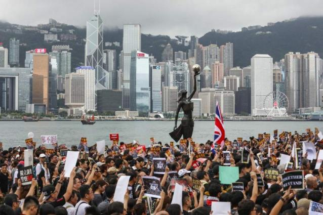 Russian Consulate Urges Russians to Avoid Public Places in Hong Kong Amid Mass Protests