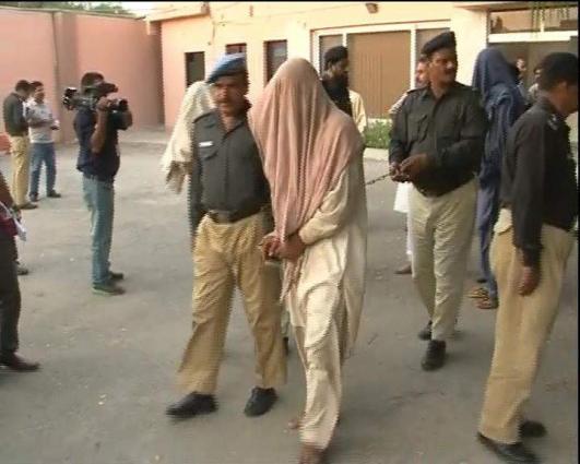 Police arrest 17 suspects in Karachi