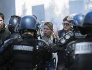 'Black bloc' protesters spoil Paris climate march amid violent cl ..