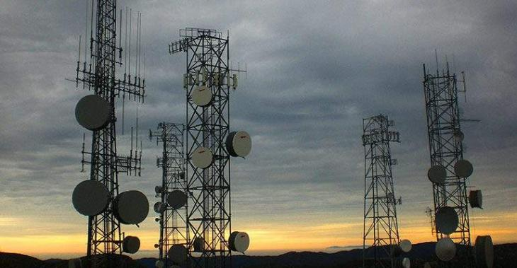 Govt receives licence renewal fee from two telecos