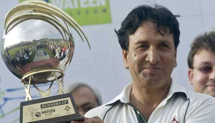 وفاة لاعب الکریکیت الباکستاني السابق عبدالقادر عن 63 عاما اثر نوبة قلبیة