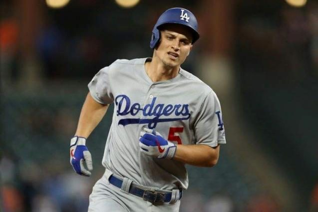 Seager shines as Dodgers clinch 7th straight NL West title