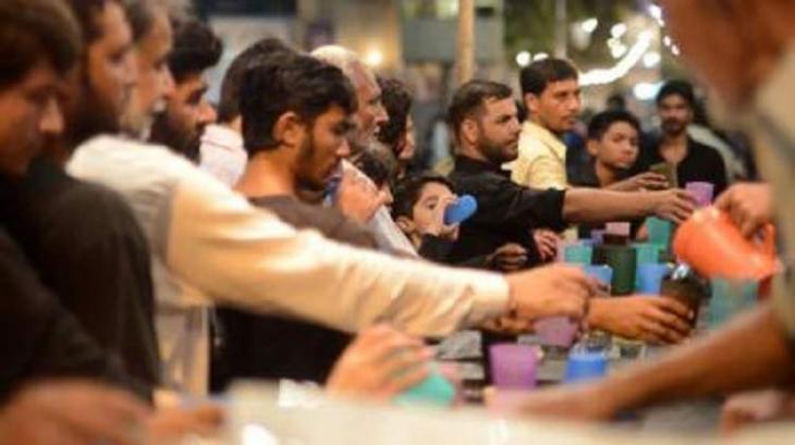 Distt admin Multan disburses 361 caudran of free food among mourners