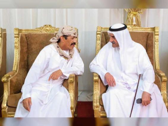 حاكم الفجيرة يعزي في شهيدين علي الظنحاني وسيف الطنيجي