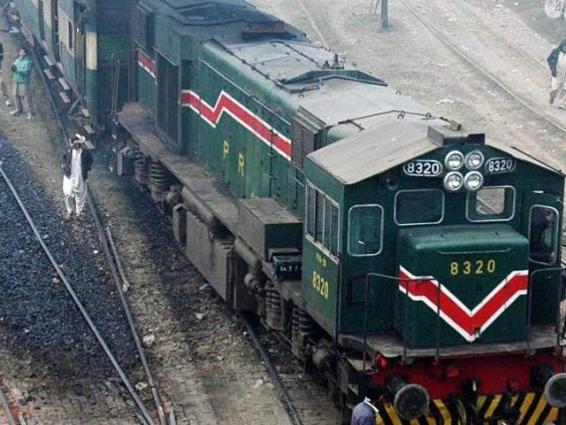 Khushal Khan Khattak Express narrowly escapes accident