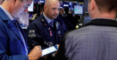 US stocks flat as some earnings cite weakening economy