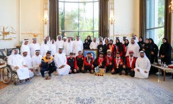 سعود بن صقر يستقبل أصحاب الإنجازات الرياضية