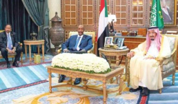 الملک السعودي سلمان بن عبدالعزیز یستقبل رئیس الوزراء السوداني الدکتور عبداللہ حمدوک