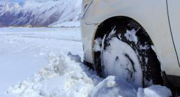 Heavy snow snarls traffic, shuts schools in Iran capital