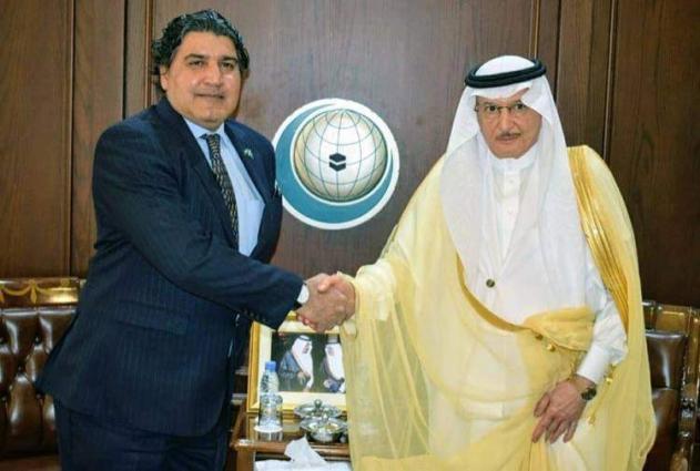 سفیر باکستان لدي المملکة العربیة السعودیة راجا علي أعجاز یلتقي الأمین العام لمنظمة التعاون الاسلامي الدکتور یوسف العثیمین