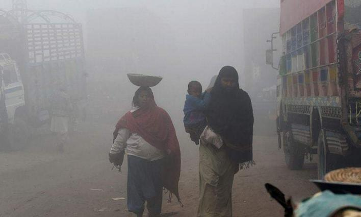 Smog grips Lahore again