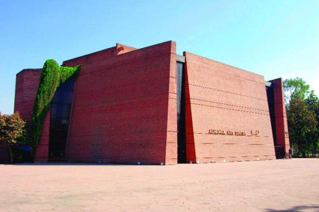 Lahore Arts Council organises singing talent show