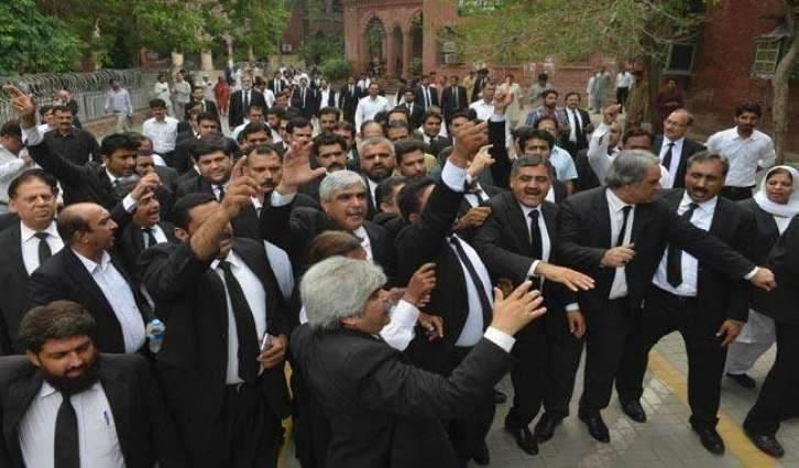 Lawyers observe token strike for Lahore High Court bench