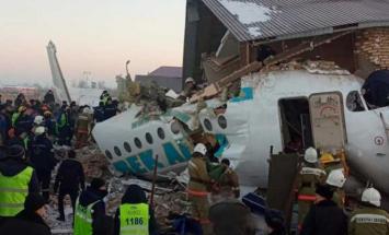 مقتل 14 في حادث تحطم طائرة ركاب تقل 100 ..