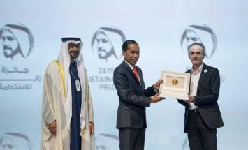 """محمد بن زايد يكرم الفائزين بـ""""جائزة .."""