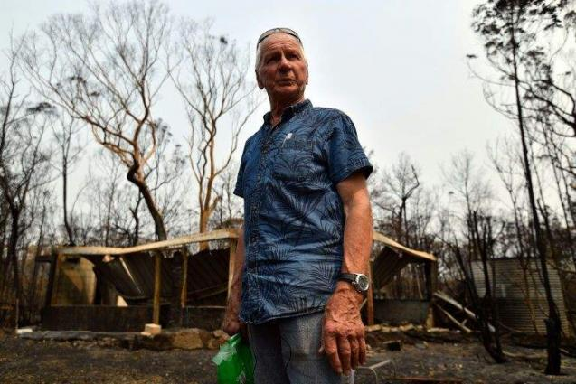Australians who braved fire 'hell' to defend homes