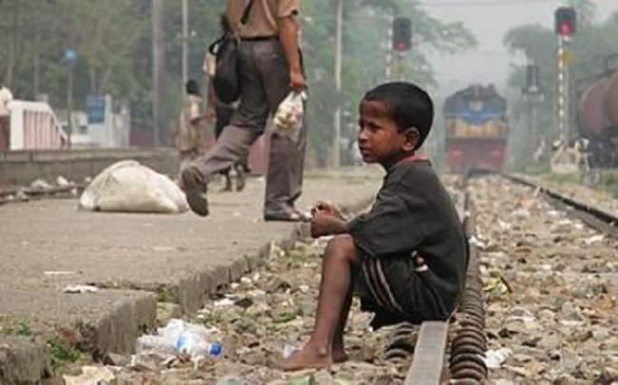 Blankets for homeless children in Faisalabad
