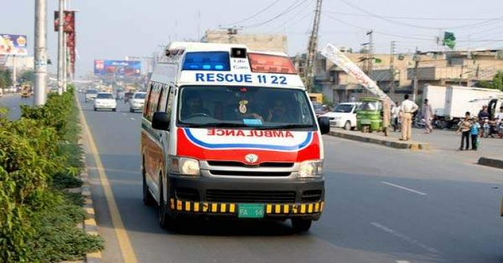 Man killed, 10 injured on road accident