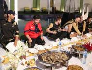 PSL players enjoy traditional food in different cities