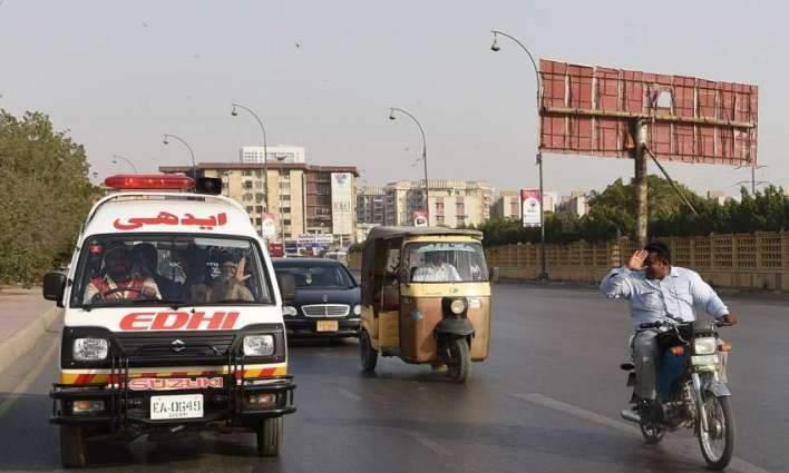 Six hurt in road mishap in Khanewal