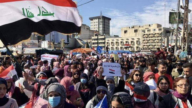Thousands of Iraq cleric's supporters hold counter-protests