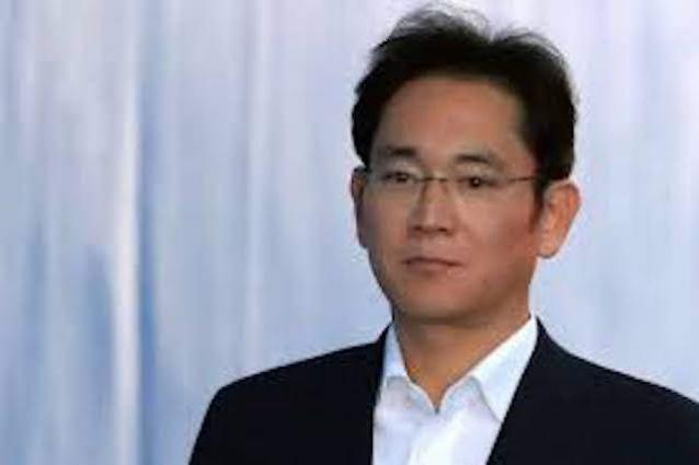 Samsung heir visits research center, stresses future tech development