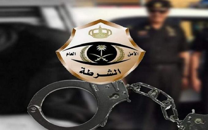 القبض علي ثلاثة أشخاص بتھمة مخالفة قرار منع التجول في السعودیة