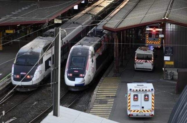 France stages first train evacuation of coronavirus patients