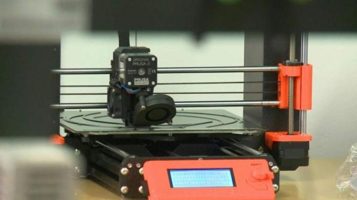 Print sprint: Bosnians 3D print face-shields to combat coroanvirus