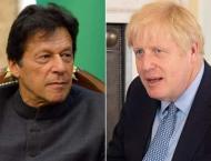 رئیس وزراء باکستان عمران خان یطمئن علي ..