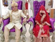 شاھد : حفل زفاف عبر الانترنت بسبب فیروس ..