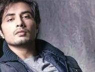Ali Zafar distributes food among members of transgender community ..