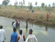 Coach plunges into canal: three missing