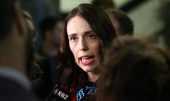 New Zealand's PM gives calm response to earthquake in live TV p ..