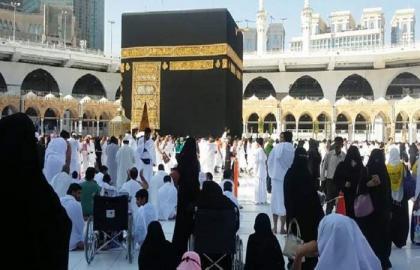 سعودیة تعلن استمرار تعلیق العمرة و زیارة الأماکن المقدسة في ظل فیروس کورونا