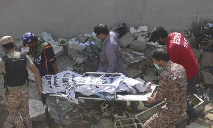 ارتفاع حصیلة ضحایا تحطم طائرة الرکاب بمدینة کراتشي الي 97 شخصا