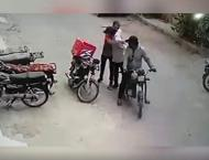 Video showing robbers returning valuables to delivery man goes vi ..