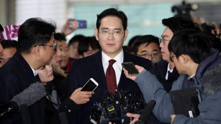 South Korean prosecutors seek arrest warrant for Samsung heir