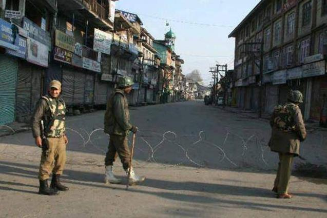 IOK journalists protest against assault on a photojournalist in Tangmarg