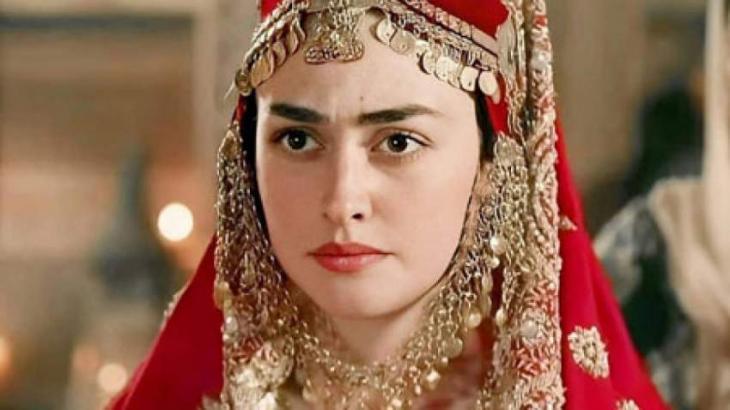 Turkish actress Esra Bilgic finds no. 1 in Pakistan