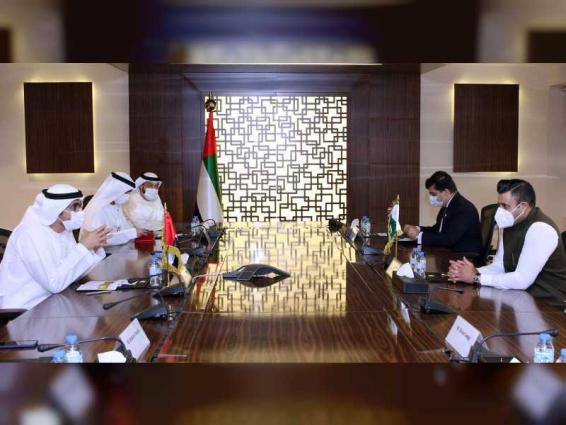 الهاملي يبحث التعاون في مجال العمل مع مساعد رئيس الوزراء الباكستاني