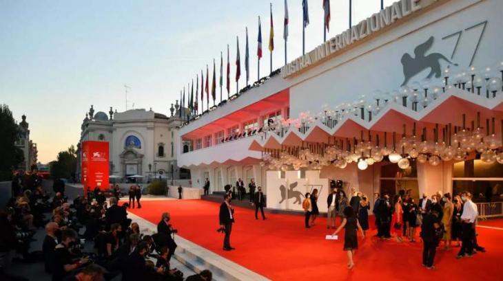 No flops, but little sizzle on Venice film festival red carpet