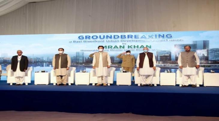 رئیس وزراء باکستان عمران خان یفتتح مشروع تنمیة المناطق الحضریة في حوض نھر الراوي بمدینة لاہور
