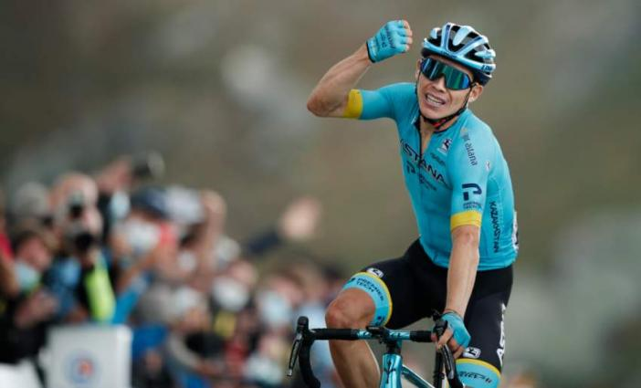 Colombia's Lopez wins on Tour summit, Roglic extends lead