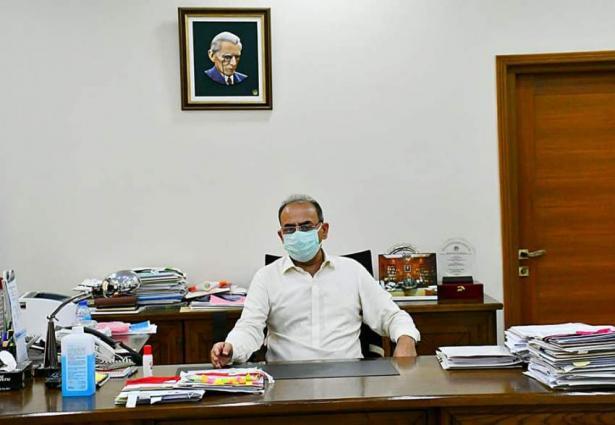 Secretary Education visits different schools of Tharparkar