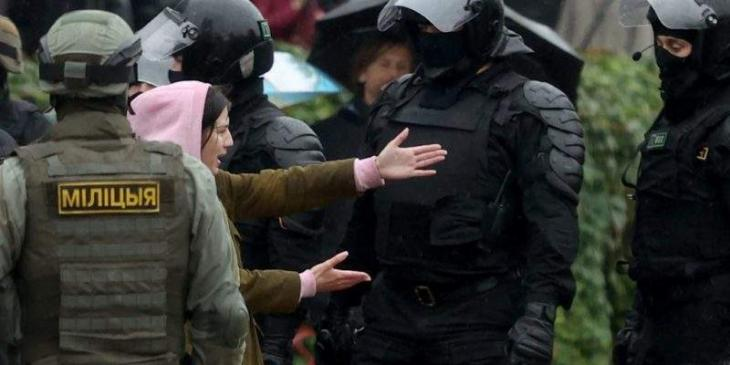 Russian Police, Journalists to Draft Joint Guideline for Work During Mass Riots - Official